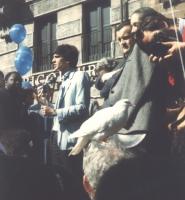 Giovanni Negri al microfono durante  una manifestazione antimilitarista e per l'obiezione di coscienza, (Allegata, un'altra fotografia con Giovanni Ne