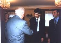 Incontro delegazione Parlamento EuropeoTranscaucasia. Eduard Shervanadze, presidente della Georgia (di spalle), stringe la mano a Olivier Dupuis (euro