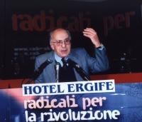 Assemblea dei Mille. Sergio Stanzani parla dalla tribuna.