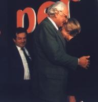 Abbraccio fra Marco Pannella ed Emma Bonino all'Assemblea dei Mille.