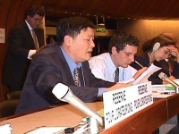 Commissione sui diritti umani. Wei Jingsheng, ex prigioniero politico in Cina, prende la parola in rappresentanza del Partito Radicale. (Su analogo so