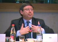 """""""Per un mercato dell'audiovisivo europeo competitivo, trasparente e di qualità"""". Dibattito alla Sala Leo del Parlamento Europeo.  Ritratto di Vincenzo"""
