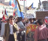 Manifestazione-marcia per la libertà in Kosovo, la democrazia in Serbia e l'incriminazione di Milosevich. In primo piano, a sinistra: Olivier Dupuis,