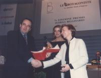 """Emma Bonino, commissario europeo, riceve il premio internazionale """"Marisa Bellisario"""", """"a riconoscimento del suo impegno nelle battaglie di libertà di"""