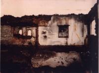 Immagini di case devastate del Kosovo. Altre digitali.