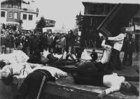 Perfomance teatrale, in occasione di una protesta degli studenti a favore del parlamento del Kosovo.
