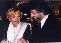 Emma Bonino con il cantante Andrea Bocelli.