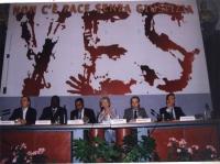 Conferenza internazionale per il tribunale penale internazionale permanente nel 1998 (Sala della Protomoteca, Campidoglio). Sotto il tabellone (recant