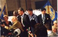 Prima cerimonia di raccolta firme per l'istituzione del Tribunale Penale Internazionale, al Campidoglio.  Sergio Stanzani stappa una bottiglia di spum