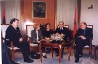Emma Bonino incontra Rexhep Majdani (presidente dell'Albania). A sinistra: Azem Hajdari, leader del Democratic Party of Albania, in seguito ucciso. [v