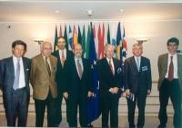Foto di gruppo di una delegazione di relatori al seminario sul diritto alla lingua internazionale entro il 2020, svoltosi al Parlamento Europeo, ricev
