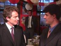 Incontro fra Tony Blair, primo ministro inglese, e Hashim Taci, primo ministro del governo provvisorio del Kosovo. Altre digitali.