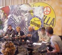 Conferenza stampa della lista Bonino, dopo le elezioni europee del 13 giugno. Al tavolo, da sinistra a destra: Benedetto Della Vedova, Emma Bonino, Ma