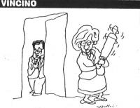 """VIGNETTA Emma Bonino attende Prodi dietro l'uscio con un mattarello in mano. La vignetta di Vincino, apparsa sul """"Corriere della Sera"""", si riferisce a"""