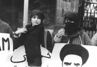Emma Bonino con chador. Durante una manifestazione contro il regime integrlista iraniano (BN) ottima importante