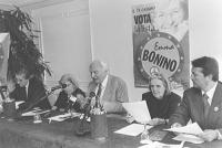 Conferenza stampa a Napoli, in occasione della campagna elettorale per le europee. Al tavolo: Giuseppe Rippa, Marco Pannella, le figlie di Benedetto C