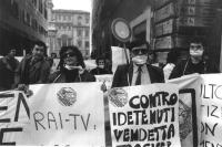 Manifestazione davanti al Senato, per la messa in calendario dell'indulto e per la difesa della legge Gozzini, e contro l'informazione televisiva (in