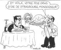 VIGNETTA Romano Prodi al tavolo al ristorante. Silvio Berlusconi, vestito da cameriere, gli serve un vassoio che reca un pollo arrosto con il volto di