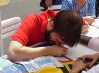 Numerosi cittadini affetti da handicap (in particolare da cecità) si presentano contemporaneamente al chiosco radicale di Largo dei Lombardi, per firm