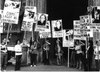 Manifestazione contro l'Onmi (Opera nazionale maternità e infanzia) - ente che gestiva gli appalti agli istituti religiosi di assistenza all'infanzia