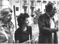 Emma Bonino, agli inizi della sua attività politica, con, da un lato, Adele Faccio, dall'altro Marco Pannella. 3878bis: ritratto in piano medio di Emm