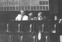 I quattro eletti radicali alla Camera dei Deputati (Pannella, Faccio, Mellini, Bonino) siedono nei banchi in alto a sinistra isolati. (BN) Ottima, imp