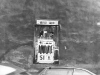 """""""Campagna referendaria sul divorzio. S.Francesco di Paola (Palermo). Un manifesto dell'MSI che annuncia un comizio di Almirante è stato posto nello sp"""