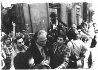 Marco Pannella, tratto in arresto dopo la conferenza stampa durante la quale ha fumato hascish, per disubbidienza civile. Bianco e nero. Foto deterior