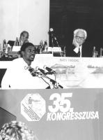 35° congresso PR. Basile Guissou parla alla tribuna. Primo piano. (BN)