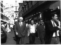 Campagna elettorale di Marco Pannella, per il collegio di Posillipo. Nella foto: Pannella passeggia per le strade di Napoli, accompagnato da Mimmo Pin
