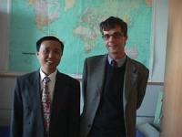 Ritratto di Kay Yaun (leader dell'Alliance for democracy) accanto a Olivier Dupuis. Foto digitale a colori.