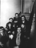 Foto di gruppo su un sottoscala. Si riconoscono Andrea Tamburi, Gaetano Dentamaro, Maria Teresa Di Lascia, Massimo Lensi.