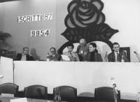 32° congresso PR I sessione. Alla presidenza: Vesce, Tessari, Negri, Stanzani, Rutelli  (BN) Nelle altre numerosissime foto di congressisti, ospiti, o