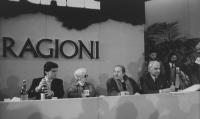 32° congresso PR I sessione. Vista della presidenza: Negri, Ada Rossi, Domenico Modugno, Pannella (BN) buona