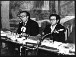 """""""Cicciomessere seduto accanto a Giulio Andreotti, durante il convegno """"""""5 milioni di vivi entro il 1984"""""""".   (BN)"""""""