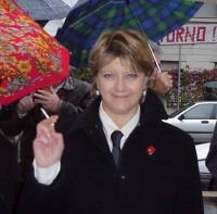 Ritratto di Rita Bernardini, a  mezzo busto, in giacca e cravatta, nel corso di una manifestazione a piazzale Clodio, in occasione di un'udienza concl
