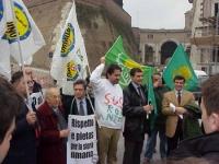 Manifestazione della lista Bonino davanti alla rampa del Gianicolo per denunciare lo scempio archeologico compiuto nel corso dei lavori per il Giubile