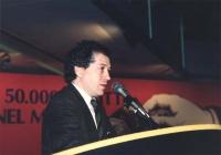 Taradash parla ad un congresso italiano del PR. Di profilo, primissimo piano.