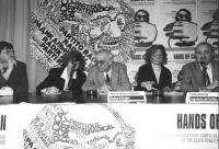"""""""Conferenza stampa di presentazione della marcia di Pasqua '94. Ottoni, il sindaco di Sarajevo Kresevljakovic, Bonino e D'Elia. Dietro di loro logo PR"""
