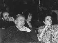 Enzo Tortora siede accanto alla sua compagna Francesca Scopelliti nella  platea del 34° congresso PR (BN)