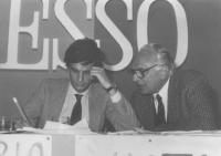 Giovanni Negri e Marco Pannella seduti alla presidenza di un congresso PR (BN)