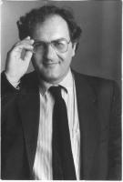 Ritratto in piano americano di Antonio Marzano, detto Antonello, militante radicale; candidato della lista Bonino alla presidenza della Regione Calabr