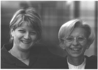 Rita Bernardini ed Emma Bonino, ridenti. Bianco e nero. (Negativi) 4641 bis.