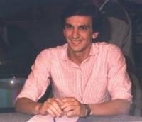 Ritratto di Giovanni Negri, seduto, busto intero, Colori.