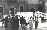 Anniversario della bomba di Hiroshima. Manifestazione a Varsavia con striscione. (BN) importante Altre su carta, anche con Taradash e Athos De Luca.