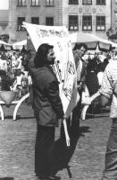 Anniversario della bomba di Hiroshima. Manifestazione a Varsavia con striscione retto da Athos De Luca e Marco Taradash. (BN) importante Altre su cart