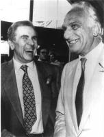 Enzo Tortora e Marco Pannella, ridenti. Bianco e nero. (Negativo)