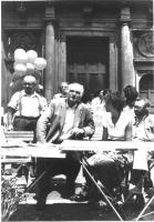 Tavolo all'aperto, con Marco Pannella, Emma Bonino, Marcello Crivellini. Bianco e nero.
