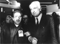 Domenico Modugno sottobraccio con Marco Pannella, nel corso di un congresso radicale. Bianco e nero. 2 copie + negativo