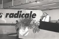 Giorgio Inzani parla dalla tribuna del 33° congresso straordinario PR (BN)